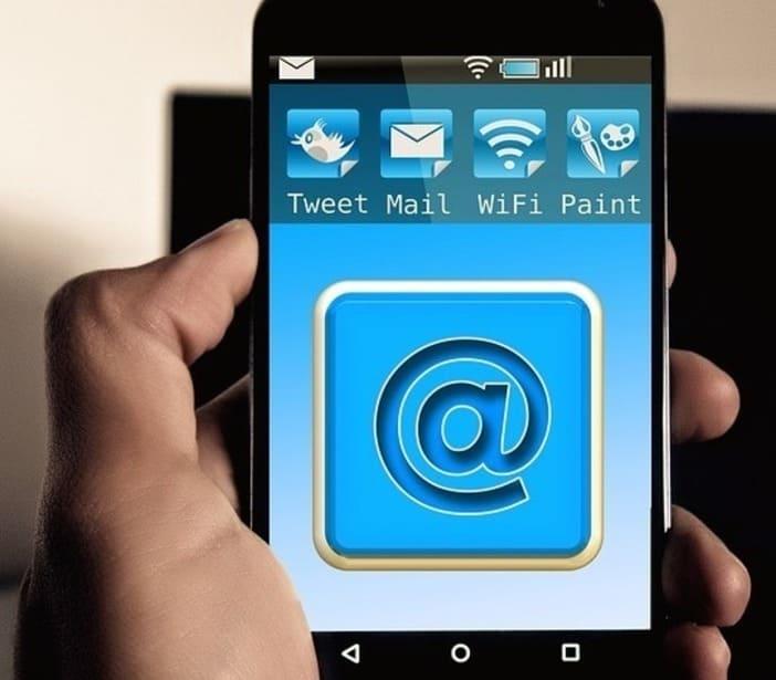Mobinautes, email, messagerie instantasée