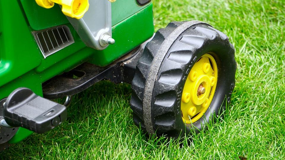 tracteur électrique ou tracteur à pédales